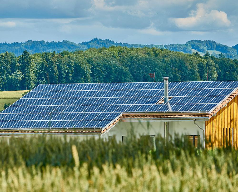 Installation de panneaux solaires sur bâtiment tertiaire