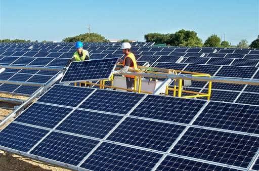 Connexion du système de panneau solaire et du réseau