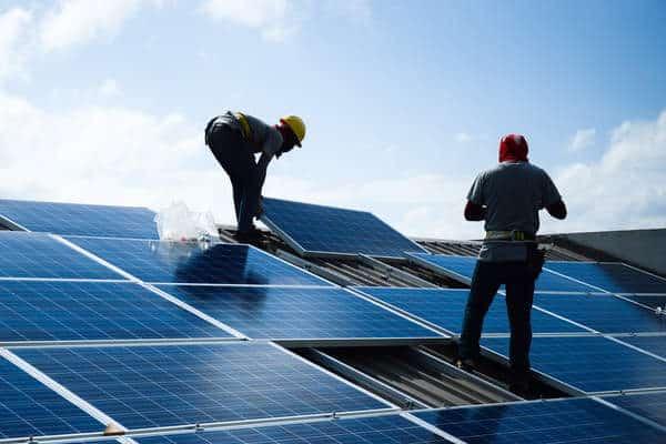 Installation de panneaux solaire sur un toit